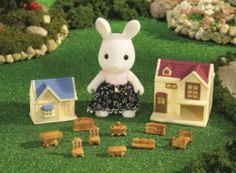 Amazon.com : Calico Critters: Susie Snow Doll House : Toy Figure Playsets : Toys & Games