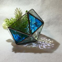 五角形のテラリウム ☆送料無料☆の画像3枚目 Stained Glass Crafts, Cool Diy, 3d Design, Tiffany, Plant Hangers, Crafty, Small Things, Creative, Lamps