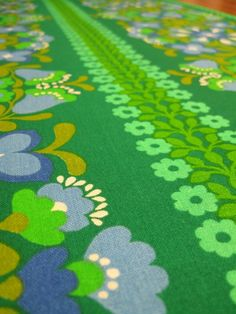 1970s fabric floral green