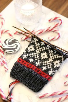 Sweet Things: Knit Together Advent Socks - Part One! Knit Mittens, Knitted Gloves, Knitted Bags, Knitting Socks, Baby Knitting, Knitted Socks Free Pattern, Fair Isle Knitting Patterns, Knitting Charts, Knitting Designs