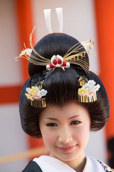 A woman's hair style for a wedding.