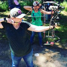 "Our pro staffer Andrea is the definition of a badass! Nearly 7 months pregnant and still letting arrows fly, on 60 targets to be exact! She brings a whole new meaning to the term ""nocked up"" 😄  #HenOutdoors #shootbows #flinginarrows #fulldraw #womensarchery #bowlife #realgirlsshootbows #archerylife #hoyt #hoytarchery #teamhoyt #nockedup…"
