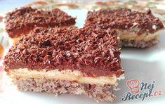 Krémové řezy s ořechovým těstem. Krém: vanilkový a čokoládový. Vrch ozdobený strouhanou hořkou čokoládou. Mňamka! Tiramisu, Ethnic Recipes, Cakes, Dios, Cake Makers, Kuchen, Cake, Pastries, Tiramisu Cake