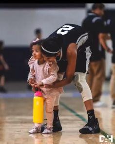 Bianka & Gigi Bryant , Sisterly Love .... Kobe Brayant, Lakers Kobe, Kobe Bryant Family, Kobe Bryant Nba, Kobe Bryant Daughters, Kobe Bryant Pictures, Kobe Mamba, Vanessa Bryant, Basketball Memes