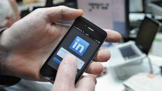 Un profil optimisé sur le réseau social professionnel LinkedIn peut vous permettre de sortir du lot et dattirer lattention dun recruteur.   LEX VAN LIESHOUT / ANP MAG / AFP