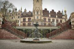 Schwerin raczej ciekawostka, na polnoc od Hanover 220km, 3h  + jest tam muzeum młynów wodnych