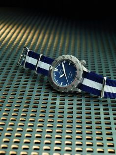 Let's go (seriously) #diving with a #Sinn U200 B limited edition