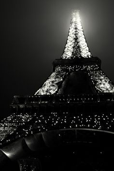 Sparkling Eiffel Tower - this would be cute as a poster