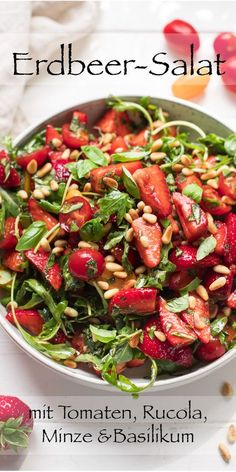 Salat mit Erdbeeren, Tomaten, Minze und Basilikum A very simple salad with strawberries, arugula, tomatoes and herbs. The summer salad can be supplemented with many ingredients such as feta cheese or quinoa. Easy Salads, Summer Salads, Easy Meals, Basil Recipes, Salad Recipes, Vegetarian Recipes, Healthy Recipes, Healthy Meals, Beef Recipes