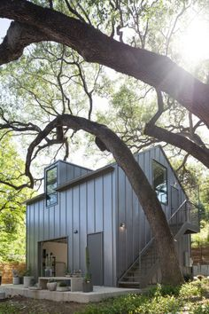 Little Stacy Park - Modern Home Renovation & Contemporary Garage - Tim Cuppett Architects Garage Design, Exterior Design, House Design, Modern Garage, Modern Barn, Small Modern Cabin, Modern Cabins, Sustainable Architecture, Modern Architecture