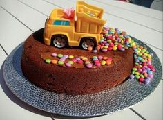 Cake and birthday gift ideas for 2 year old boys - gateau anniversaire enfants Make Birthday Cake, Baby Birthday Cakes, Kids Food Crafts, Grilling Gifts, Cakes For Boys, Celebration Cakes, Cute Cakes, Beautiful Cakes, Fudge