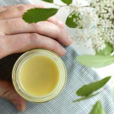 K-Beauty inspired homemade skin serum recipe with green tea extract. #HomemadeMoisturizer K Beauty Routine, Skincare Routine, Green Tea Face, Natural Toner, Natural Beauty, Homemade Moisturizer, Skin Serum, Face Serum, Face Cleanser