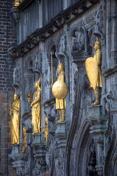 Bruges … Renaissance Architecture, Victorian Architecture, Beautiful Architecture, Belgium Bruges, Folk Victorian, Literature Books, Medieval Town, Romanesque, European Travel