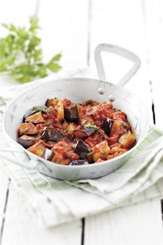 Greek aubergines braised in tomato sauce - Easy and simple but delicious Summertime vegetarian dish Greek Recipes, Soup Recipes, Vegetarian Recipes, Cooking Recipes, Vegetarian Dish, Savoury Recipes, Clean Dinner Recipes, Clean Eating Dinner, Eggplant Dishes
