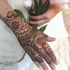 Henna is the most traditional part of weddings throughout India. Let us go through the best henna designs for your hands and feet! Floral Henna Designs, Mehndi Designs Book, Modern Mehndi Designs, Mehndi Design Pictures, Mehndi Designs For Girls, Wedding Mehndi Designs, Mehndi Designs For Fingers, Latest Mehndi Designs, Henna Tattoo Designs