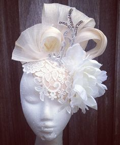 DIY - Handmade Purse and Wallet Ideas & Sew Recommendations - Wewer Fashion Floral Headpiece, Headpiece Wedding, Bridal Headpieces, Wedding Hats, Wedding Veils, Fabric Flower Brooch, Fabric Flowers, Turbans, Fascinator Hats