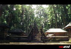 Objek wisata Sangeh di Bali terkenal sebagai hutan monyet sebagai alternatif dari Ubud Monkey Forest. Meskipun ada saingan yang cukup berat, objek wisata Sangeh ini tidak boleh anda lewatkan saat liburan di pulau Bali, hal tersebut disebabkan oleh uniknya hutan pala yang ada di Sangeh ini.