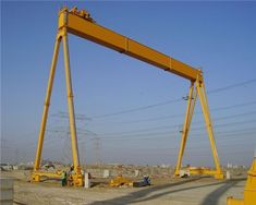 Workshop gantry crane has single girder crane, double girder crane. This industrial crane is safe and durable! Contact us for more traveling gantry crane! Crane Mobile, Cranes For Sale, Gantry Crane, Bridge Construction, Metal Structure, Heavy Equipment, Nice View, Workshop, Outdoor