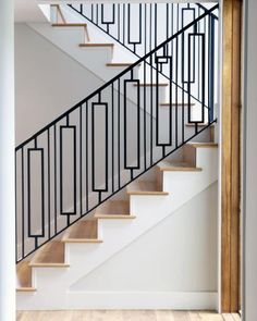 16 Creative Stair Railing Ideas To Develop a Focal Point in Your Home Stairs Design Modern Creative Develop Focal home Ideas Point Railing Stair Staircase Molding, Stairs Trim, Staircase Railing Design, Interior Stair Railing, Modern Stair Railing, Staircase Handrail, Balcony Railing Design, Iron Stair Railing, Home Stairs Design