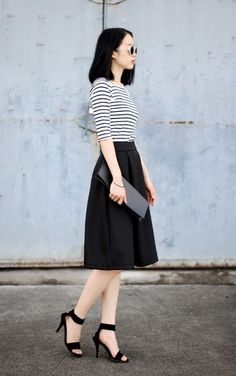 Parisian Chic Street Style - Dress Like A French Woman Like skirt length and fullness, elbow length sleeves, clean lines Fashion Mode, Modest Fashion, Fashion Dresses, Street Fashion, Black Midi Skirt, Pleated Midi Skirt, Midi Skirts, Black A Line Skirt, Full Skirts