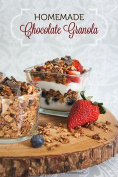 Homemade Chocolate Granola on www.strawberrymommycakes.com #healthyrecipe #granolarecipe