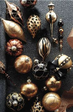 For sophisticated decadence that will look at-home in a soaring great room or downtown loft, we created our 60-piece Golden Jewel Ornament Collection.