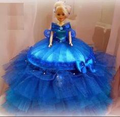 Hermosas muñecas tuneadas y convertidas en un excelente recuerdo de 15 años o para centro de mesa.   Además de decorativas tienen una cajit...