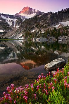 Mirror Lake, Central Oregon USA - Lots of mountains, greenery, water, Breathtaking scenery. That pretty well describes Oregon. Places Around The World, Oh The Places You'll Go, Places To Travel, Around The Worlds, Beautiful World, Beautiful Places, Beautiful Scenery, Sunrise Lake, Mirror Lake