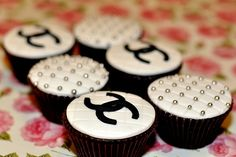 what adorable Coco Chanel cupcakes...a way cute idea for your Old Hollywood themed #wedding day... or for your #bridal party!