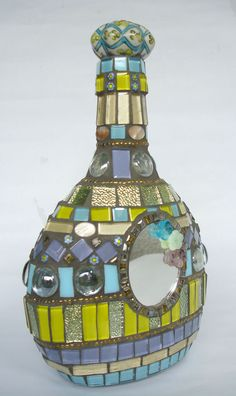 Mosaic Bottle Princess by LucanoMosaico on Etsy Tile Crafts, Mosaic Crafts, Mosaic Projects, Mosaic Bottles, Mosaic Vase, Mosaic Tables, Glass Bottle Crafts, Bottle Art, Easy Mosaic