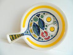 Swedish ceramic dish from Anita Nylund Janssons Frestelse Jie Gantofta