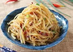 Traditional Chinese food - spicy and sour shredded potatoes is a great, simple, filling and addictive Northern Chinese dish. these chinese food recipes are very commonand easy to cook. Wine Recipes, Asian Recipes, Cooking Recipes, Ethnic Recipes, Traditional Chinese Food, Main Dishes, Side Dishes, Shredded Potatoes, Asian Cooking