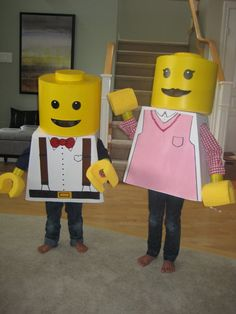 Homemade Lego Boy and Girl Minifig Couple Costume: Our son and daughter are HUGE Lego fans, easily spending hours weekly building different creations from our buckets of Lego. When we saw the idea on this Halloween Lego, Couple Halloween Costumes, Holidays Halloween, Cool Costumes, Costume Ideas, Sister Costumes, Girl Halloween, Halloween 2016, Halloween Stuff