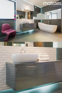 El baño es la estancia de la casa que más necesita iluminación, si es un espacio pequeño instala un sistema de lámparas para mantenerlo bien iluminado.