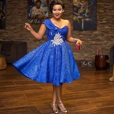 nigerian dress styles Keep your eye out for your personal taste that will flatter your body when it comes to choosing the perfect style because Latest Aso Ebi Styles Collection i Latest Ankara Short Gown, Ankara Short Gown Styles, Short Gowns, African Print Dresses, African Fashion Dresses, African Dress, Nigerian Fashion, Couples Assortis, Nigerian Dress Styles