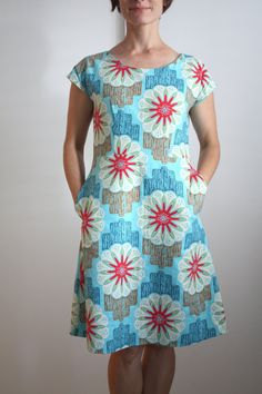 Nicole at Home: Blue ribbon dress - Kleider African Fashion Dresses, African Dress, Fashion Outfits, Simple Dresses, Casual Dresses, Summer Dresses, Linen Dresses, Hoco Dresses, Dresses Dresses