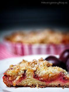Kynutý švestkový koláč - Plum pie www.peknevypecenyblog.cz French Toast, Plum Pie, Breakfast, Fruit Cakes, Desserts, Tarts, Food, Morning Coffee, Mince Pies