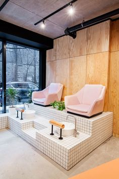 Designers makeover of montreal beauty refuge is as on trend and stylish as any of the looks coming out of this mable salon trendy pedicure spa ideas nail salons manicures Nail Salon Design, Nail Salon Decor, Hair Salon Interior, Beauty Salon Decor, Salon Interior Design, Beauty Salon Design, Salon Nails, Makeup Salon, Beauty Studio