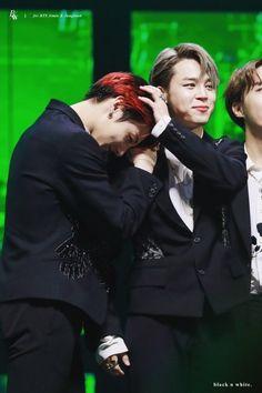 """a small thread of every angle of the moment jimin pets jungkook's head bc why not 🥺"" Jikook, Jimin Jungkook, Bts Bangtan Boy, Bts Taehyung, Jung Hoseok, K Pop, Seokjin, Namjoon, Mma 2019"