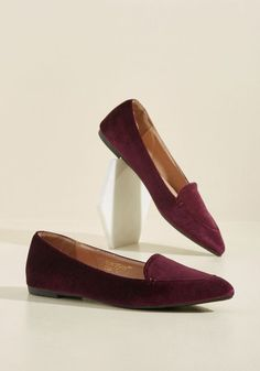 You've seen velvet voguely used on garments of all sorts, but none with style as sophisticated as these pointed-toe flats! With a rich burgundy hue and a timeless vibe, these loafers are your most treasured kicks.