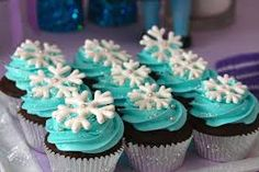 Snowflake topped cupcakes at a Frozen girl birthday party! See more party planning ideas at CatchMyP Frozen Themed Birthday Party, Elsa Birthday, Frozen Birthday Party, 4th Birthday Parties, Cupcake Ideas Birthday, 5th Birthday, Cupcakes Frozen, Bolo Frozen, Frozen Cake