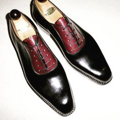 Vass MTO Shoes. Vass Model: U Neck Oxford Vass last and colour: Black and Red Calf.