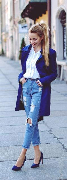 Cobalt blue trench with high waisted boyfriend jeans spring look