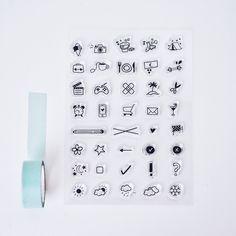 Ein Set aus 38 Clearstamps.  Clear Stamps kann man einfach von der Folie ziehen und auf einenAcrylblock kleben (Stempel haften von allein). So kann man genau sehen, wo man hin stempelt und kann nachher alles einfach wieder abwaschen und verstauen.  Mit unseren praktischen Stempeln kannst du wunderbar in deinen Kalendern oder Deskplannern arbeiten, um deine Termine übersichtlicher zu gestalten oder um sie zu dekorieren.    Unser Tipp:Arbeite mit verschiedenen Farben, um z.B. Arbeit und…