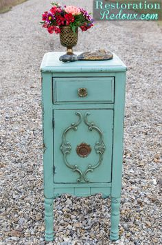 Milkpainted Aqua Antique Side Table - Would like this finish for an old sewing machine table I have. Refurbished Furniture, Repurposed Furniture, Furniture Makeover, Painted Furniture, Diy Furniture, Distressed Furniture, White End Tables, Painted Side Tables, Small End Tables