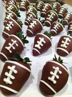 Football strawberries! love this for football season. I think I'll make a batch for my boyfriend and his family!