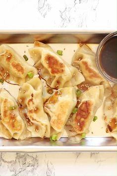 Wonton Recipes, Chicken Recipes, Asian Recipes, Mexican Food Recipes, Homemade Chicken And Dumplings, Chinese Chicken Dumplings, Ground Chicken, Light Recipes, Diy Food