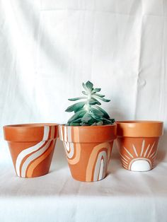 Crafts To Do, Clay Crafts, Home Crafts, Arts And Crafts, Painted Plant Pots, Painted Flower Pots, Diy Art Projects, Ideias Diy, Diy Décoration