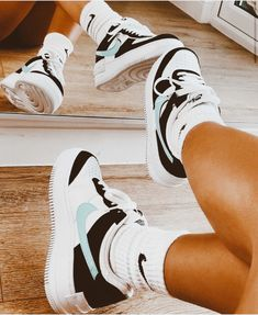 All Nike Shoes, Nike Shoes Air Force, Hype Shoes, Jordan Shoes Girls, Girls Shoes, Cute Sneakers, Sneakers Nike, Trendy Shoes, Trendy Outfits
