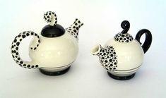 Pottery Teapots, Ceramic Teapots, China Painting, Ceramic Painting, Tea Infuser, Tea Kettles, Vases, Cute Coffee Cups, Tea Cozy